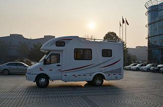依維柯自行式C2型旅居房車